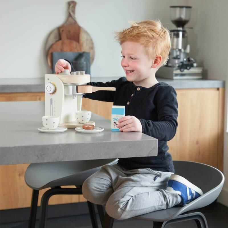 Biały drewniany ekspres do kawy dla dzieci