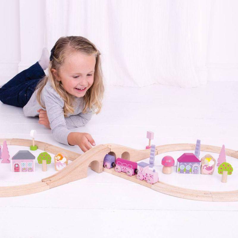 Różowa kolejka drewniana dla dziewczynki