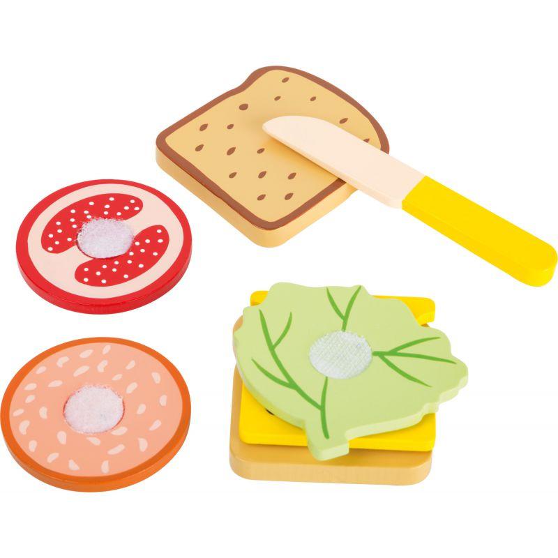 Drewniana kanapka - jedzenie na rzepy
